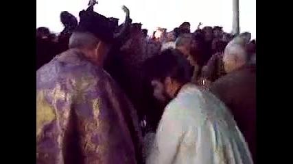 Митрополит Николай донася Благодатния Огън от Божи Гроб на 03.04.2010