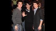 Jonas Brothers - Pushing Me Away :*