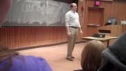 Той влезе няколко минути преди професора и се представи за учител! Вижте какво стана!