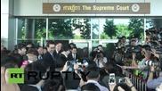Бившият министър-председател на Тайланд Инглук Шинаватра пристига в съда в Банкок