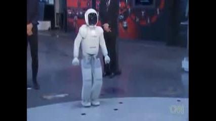 Барак Обама играe футбол с японски робот Asimo