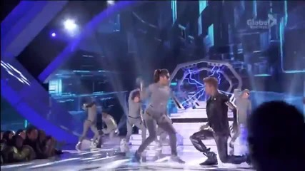Джъстин взриви сцената с изпълнението си на Tca's 2012 - Boyfriend и As long as you love me