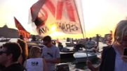 Italy: Floating protesters bully HUGE cruise ship on tiny fishing boats in Venice