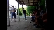 Дебелакът Станимир от Плевен бие кючек за цигари