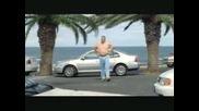 Мъж паркира между две палми - голям смях