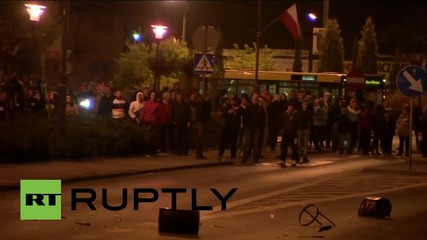 Полша: Сблъсъците в Кнуров продължават вече втора вечер след като полицията убива футболен фен