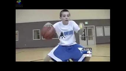 Дванадесетгодишен показва удивителни баскетболни умения