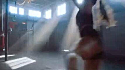 Ронда Раузи се завърна във зверска реклама за дрехи
