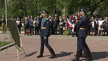 Russia: Wreath-laying ceremony honours Normandie-Niemen Regiment soldiers