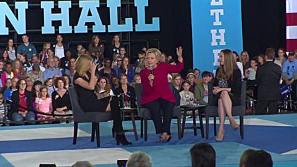 USA: Clinton calls out Trump for 'bullying' women over their appearance