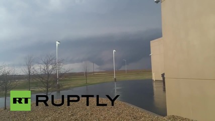 USA: See huge TORNADO tearing through Illinois