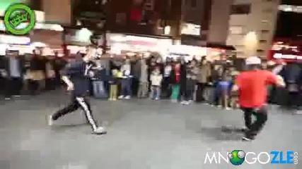 Най- добрия уличен футболист в света!! Показва какво е техника