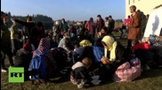 Austria: Hundreds of refugees arrive at German border