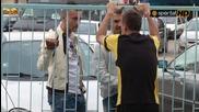 Приятелски разговор между Минев, Старокин и Божинов след края на мача на Герена