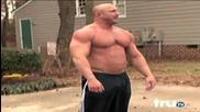 Огромен мускуляга полудя когато събирачи на дългове дойдоха да му вземат колата