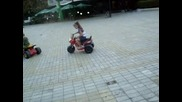 Дени кара мотор