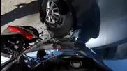 Моторист се заби в колата на семейство с 225 километра в час