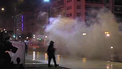 Greece: Streets on fire, water cannon used amid clashes in rally against mandatory COVID vaccination