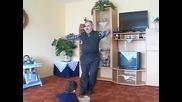 Вижте дядката, който разцепи с танците си!