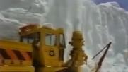 Вижте как се чисти сняг в Япония дебел не педя, а цели метри.