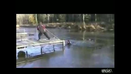 Идиот скача в замръзнало езеро