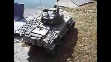 Демонстарция на кораби и танкове на радиовълни