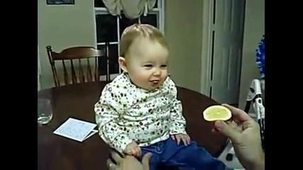 Смях!! Бебе яде лимон