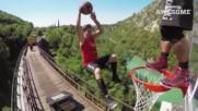 Страхотни баскетболни забивки на влак