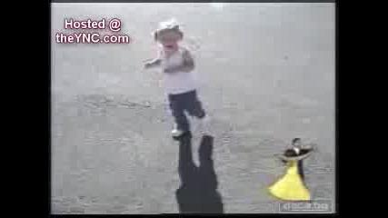 Дете се плаши от сянката си