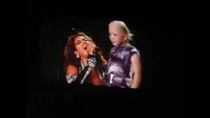 Beyonce изпълнява Halo в помощ на болни деца в Австралия