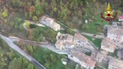 Италия: Хеликоптер показва разрушенията в Усита