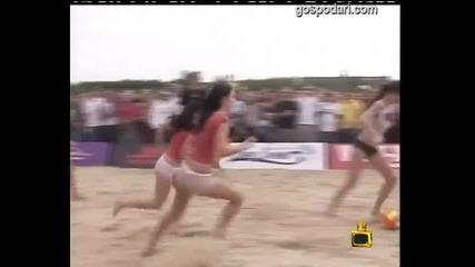 Женски плажен футбол