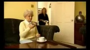 Баба мисли вибратора за телефон ( Смях )