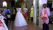 Уникална булка грабва микрофона и пее на сватбата си