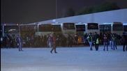 Бежанци пристигат в Атина, след насилствено депортиране от Идомени