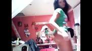 Супер секси латино момиче танцува пред Webcam жестоко дупе