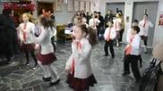 Дети танцуют под Азиса