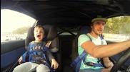 Реакцията на дете,когато баща му дрифтира !