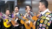 "Испански мариачи пеят ""моя страна, моя България"" в Бургас"