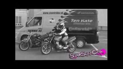 moto stunt girls