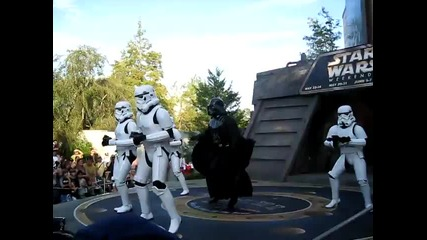 Дарт Вейдър танцува на Mc Hammer - Cant Touch This Dance Star Wars weekends 2009 Disney