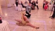 Классно танцуют Молодой цыган!