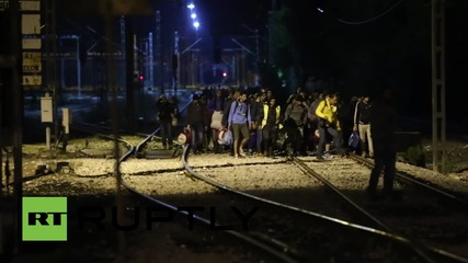 Greece: Hundreds of refugees arrive at Macedonian border from Athens