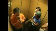 Смях в асансьора