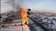 Пълната версия на - руснак скача запален от 9тия етаж