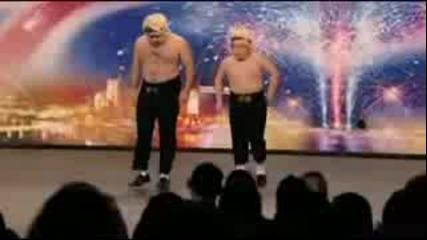 Най - лудия танц на света с баща и син