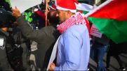 Палестинци, облечени като Дядо Коледа, влязоха в сблъсъци с израелски полицаи
