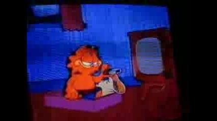 Matt Damon Steals Garfield Christmas