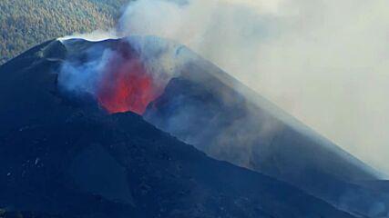 Spain: La Palma volcano spews lava as eruptions continue