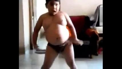 Смях! Дебело момче танцува на Азис - Хоп